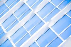 Γεωμετρικό μπλε αφηρημένο υπόβαθρο με τα τρίγωνα και τις γραμμές Στοκ Εικόνες