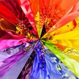 Γεωμετρικό σχέδιο κεντρικών κολάζ λουλουδιών ουράνιων τόξων Στοκ εικόνα με δικαίωμα ελεύθερης χρήσης