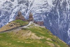 Γεωργία, stepantsminda-Sameba Αρχαία εκκλησία τριάδας Gergeti γεια Στοκ εικόνες με δικαίωμα ελεύθερης χρήσης