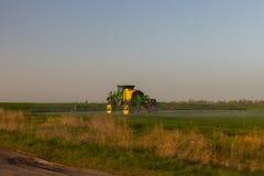 Γεωργική εργασία στους ουκρανικούς τομείς στοκ φωτογραφία με δικαίωμα ελεύθερης χρήσης