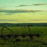 Γεωργικός εξοπλισμός στον τομέα Στοκ Εικόνες