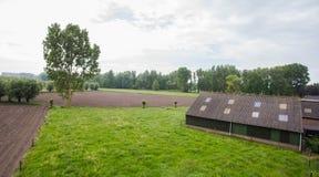 Γεωργικό τοπίο με τους πράσινους τομείς και την άποψη λιβαδιών ariel Στοκ Φωτογραφίες