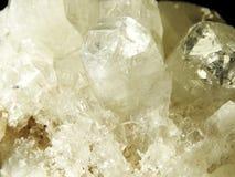 Γεωλογικά κρύσταλλα χαλαζία κρυστάλλου Apophyllite geode Στοκ Φωτογραφία