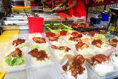Γεύματα που πωλούνται στο στάβλο αγοράς στη Μαλαισία κατά τη διάρκεια του μήνα Ramadan Στοκ εικόνα με δικαίωμα ελεύθερης χρήσης