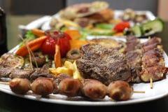 Γεύμα ή μεσημεριανό γεύμα στο εστιατόριο στοκ εικόνα