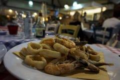 Γεύμα θαλασσινών σε ένα συμπαθητικό εστιατόριο Στοκ Φωτογραφία