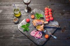Γεύμα κνημών αρνιών Στοκ εικόνες με δικαίωμα ελεύθερης χρήσης