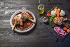 Γεύμα κνημών αρνιών Στοκ φωτογραφίες με δικαίωμα ελεύθερης χρήσης