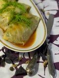 Γεύμα Vegan - γεμισμένο λάχανο Στοκ φωτογραφία με δικαίωμα ελεύθερης χρήσης