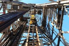 Γεώτρηση πετρελαίου Derrick με το τοπ Drive Στοκ Εικόνες