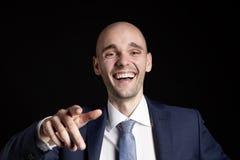 Γελώντας επιχειρηματίας που δείχνει το δάχτυλό του Στοκ Εικόνες