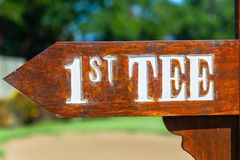 Γηπέδων του γκολφ κατευθύνσεις γραμμάτων Τ σημαδιών 1$ες στοκ εικόνες