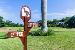 Γηπέδων του γκολφ κατευθύνσεις γραμμάτων Τ σημαδιών 1$ες 10ες στοκ φωτογραφία με δικαίωμα ελεύθερης χρήσης
