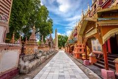 Γιαγιάδες στην παγόδα Thanboddhay, Monywa, το Μιανμάρ Στοκ Εικόνες