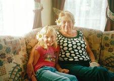 Γιαγιά και εγγονή Στοκ εικόνες με δικαίωμα ελεύθερης χρήσης
