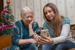 Γιαγιά και granddaughte Στοκ φωτογραφία με δικαίωμα ελεύθερης χρήσης