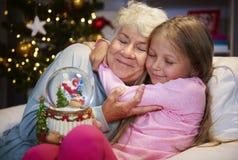 Γιαγιά με την εγγονή στοκ εικόνα