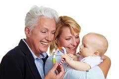 γιαγιά μωρών που προσφέρει στοκ φωτογραφία
