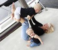 γιαγιά 2 εγγονιών Στοκ Εικόνες