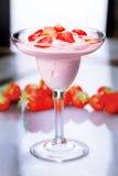 Γιαούρτι με τις φράουλες Στοκ Εικόνες