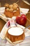 Γιαούρτι, ξύλα καρυδιάς, Apple Στοκ Εικόνα