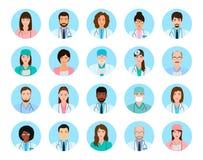 Γιατροί και νοσοκόμες χαρακτήρων ειδώλων καθορισμένοι Ιατρικά εικονίδια ανθρώπων των προσώπων σε ένα μπλε υπόβαθρο ελεύθερη απεικόνιση δικαιώματος