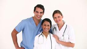 Γιατροί που στέκονται από κοινού φιλμ μικρού μήκους