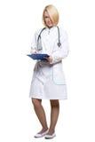 γιατρός ανασκόπησης που απομονώνεται ιατρικός πέρα από τη χαμογελώντας λευκή γυναίκα στηθοσκοπίων στοκ φωτογραφίες με δικαίωμα ελεύθερης χρήσης