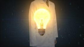 Γιατρός, ερευνητής σχετικά με το φως βολβών, που παρουσιάζει έννοια του cIdea φιλμ μικρού μήκους