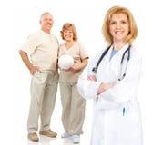 Γιατρός και ηλικιωμένο ζεύγος Στοκ Φωτογραφίες