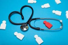 Γιατρός καρδιών, προσοχή καρδιολογίας Επίθεση καρδιών, κλινική στοκ φωτογραφίες