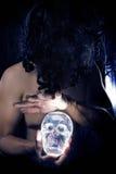 Γιατρός μαγισσών ή πρωταρχικής σπουδαιότητας σαμάνος Στοκ εικόνα με δικαίωμα ελεύθερης χρήσης