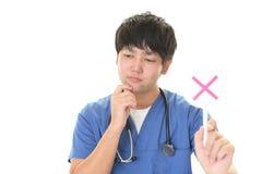 Γιατρός με ένα σημάδι αριθ. Στοκ εικόνα με δικαίωμα ελεύθερης χρήσης