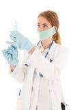 Γιατρός με τη σύριγγα και την ιατρική στοκ φωτογραφίες