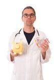 Γιατρός με τη piggy τράπεζα και τα χρήματα Στοκ εικόνα με δικαίωμα ελεύθερης χρήσης