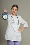 Γιατρός με το ρολόι Στοκ εικόνα με δικαίωμα ελεύθερης χρήσης