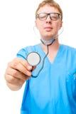 Γιατρός με το στηθοσκόπιο διαθέσιμο Στοκ φωτογραφία με δικαίωμα ελεύθερης χρήσης
