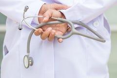 Γιατρός με το στηθοσκόπιο Στοκ εικόνες με δικαίωμα ελεύθερης χρήσης