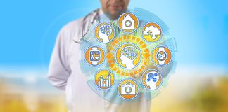 Γιατρός που αρχίζει το AI στις πληροφορίες υγείας πρόσβασης στοκ εικόνες