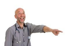 Γιατρός που δείχνει και που γελά Στοκ εικόνες με δικαίωμα ελεύθερης χρήσης