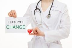 Γιατρός που καλεί στον υγιή τρόπο ζωής στοκ φωτογραφίες με δικαίωμα ελεύθερης χρήσης