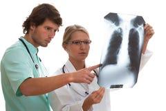 Γιατρός που μιλά με τον ασθενή Στοκ εικόνες με δικαίωμα ελεύθερης χρήσης
