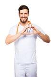 Γιατρός που παρουσιάζει σημάδι καρδιών Στοκ Εικόνες
