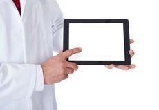 Γιατρός που παρουσιάζει την κενή ταμπλέτα Στοκ Εικόνες