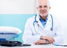 Γιατρός στην εργασία Στοκ φωτογραφίες με δικαίωμα ελεύθερης χρήσης