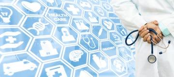Γιατρός στο ιατρικό υπόβαθρο εικονιδίων Στοκ φωτογραφίες με δικαίωμα ελεύθερης χρήσης