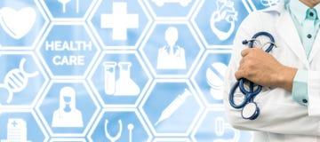 Γιατρός στο ιατρικό υπόβαθρο εικονιδίων Στοκ φωτογραφία με δικαίωμα ελεύθερης χρήσης