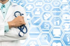 Γιατρός στο ιατρικό υπόβαθρο εικονιδίων Στοκ Εικόνες