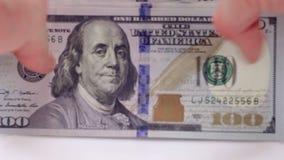 Για να βγάλουν τα χρήματα από τον πίνακα, νέοι λογαριασμοί, εκατό δολάρια απόθεμα βίντεο