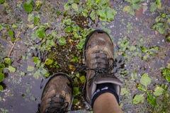 Για να πάρει τα υγρά πόδια μια βροχερή ημέρα Στοκ φωτογραφία με δικαίωμα ελεύθερης χρήσης